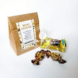 Lembrança de Natal e Ano Novo - Embalagem Kraft tipo presente com balas e bombom