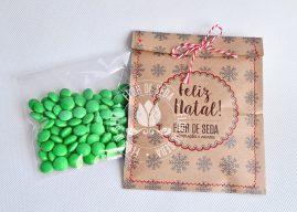 Lembrança de Natal e Ano Novo - Embalagem Kraft costurada com confetes de chocolate