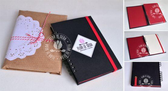 Lembrança caderno de anotações personalizado com encadernação manual e acabamento em wire-o.