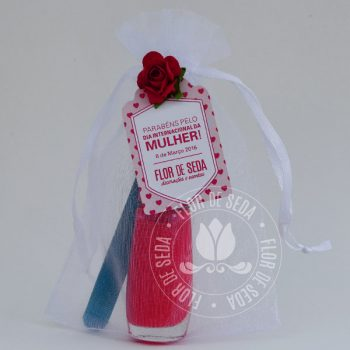 Lembrança dia Internacional da Mulher-Kit com esmalte e minilixa no saquinho de organza com tag personalizada com logotipo do cliente