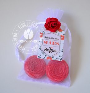 Brindes e lembranças para o dia das Mães -Sache 2 Mini Sabonetes Florzinha e tag personalizada