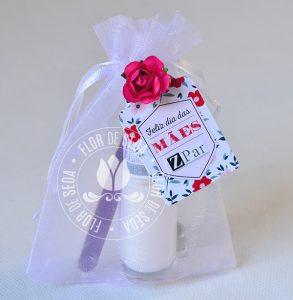 Brindes e lembranças para o dia das Mães - Kit Esmalte no saquinho organza tag personalizada