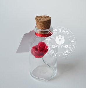 Brindes e lembranças para o dia das Mães - Mini vidro com rosa e tag personalizada