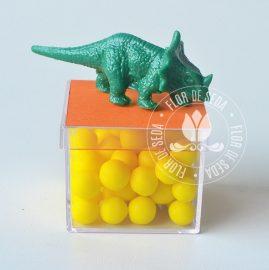 Lembrancinha dia das crianças educativa-Caixinha Acrílica 4x4cm com brinquedo e tag personalizada