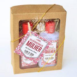 Lembrança dia Internacional da Mulher - Caixa com sabonete líquido e creme hidratante para carregar na necessaire