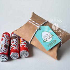 Lembranças para Páscoa-Mini embalagem Kraft envelope com chocolate Baton com tag personalizada