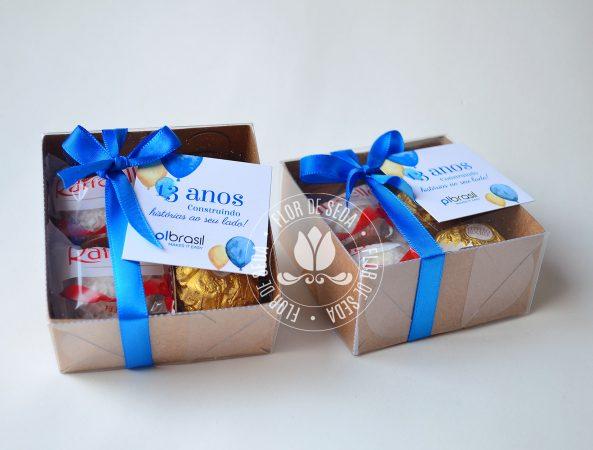 Aniversário empresa - brinde corporativo - Caixa com bombons e tag personalizada