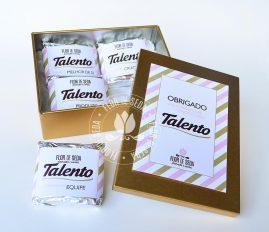 Lembrança de Natal e Ano Novo - Caixas especiais com chocolates personalizados